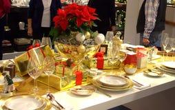 圣诞节典雅的装饰的桌 免版税图库摄影