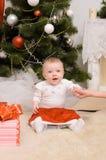 圣诞节内部的小孩婴孩 免版税库存照片