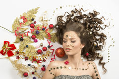 圣诞节冬天画象的卷曲女孩 库存图片