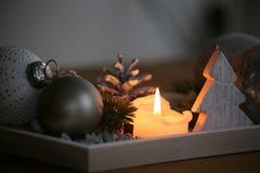 圣诞节出现和舒适afrernoons的桌装饰 免版税图库摄影