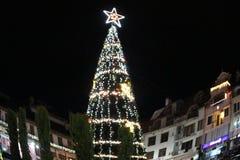 圣诞节前假日从装饰的Elha主题在佩特里奇,保加利亚镇的中心  免版税图库摄影