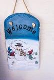 圣诞节前门欢迎匾 免版税库存图片
