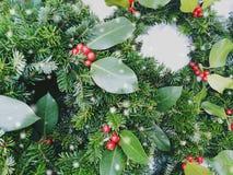 圣诞节加冠构成 杉木和月桂树分支-与圆的空间的葡萄酒减速火箭的圣诞节概念顶视图为 库存图片