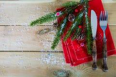 圣诞节午餐的利器在木头 图库摄影