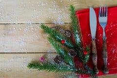 圣诞节午餐的利器在木头 库存照片