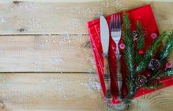 圣诞节午餐的利器在木头 库存图片