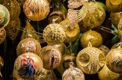 圣诞节华丽服装  圣诞节球 库存图片