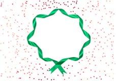 圣诞节卷曲了在白色背景的丝带圆的框架 库存照片