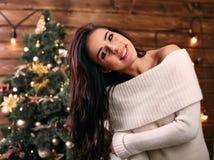 圣诞节和人概念-愉快的女孩 库存照片