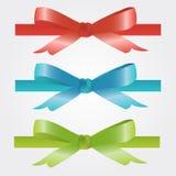 圣诞节和假日鞠躬红色,蓝色和绿色 免版税库存图片
