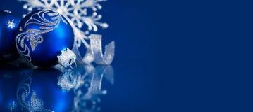 圣诞节和新年假日背景 Xmas贺卡 男孩节假日位置雪冬天 免版税库存照片