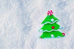 圣诞节和新年度背景 与装饰品的玩具树 免版税库存图片