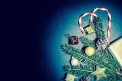 圣诞节和新年度背景 葡萄酒,难看的东西老减速火箭的样式 免版税库存照片