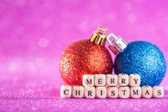圣诞节和新年度背景 蓝色аnd红色圣诞节球 免版税库存图片