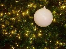 圣诞节和新年的庆祝的金黄背景 幸福和喜悦 免版税库存图片