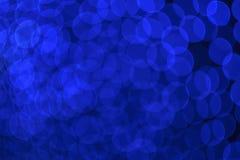 圣诞节和新年蓝色bokeh光背景 免版税库存图片