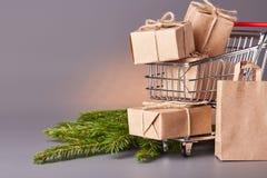 圣诞节和新年购物 免版税库存图片
