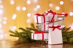 圣诞节和新年购物 免版税库存照片