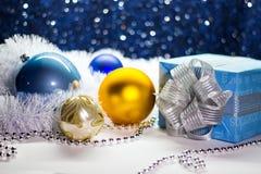 圣诞节和新年礼物盒和装饰 免版税库存图片