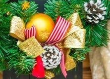 圣诞节和新年红色和黄色装饰 免版税库存照片