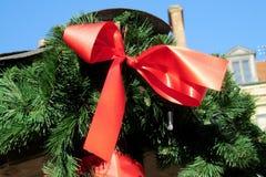 圣诞节和新年装饰红色弓 免版税库存照片