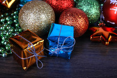 圣诞节和新年集合 球形和冷杉球果木 图库摄影