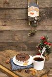 圣诞节和新年静物画用巧克力杯形蛋糕 库存照片