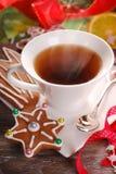 圣诞节咖啡和姜饼曲奇饼 图库摄影