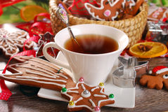圣诞节咖啡和姜饼曲奇饼 免版税库存图片