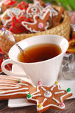圣诞节咖啡和姜饼曲奇饼 库存图片