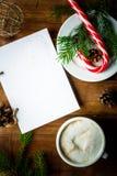 圣诞节咖啡拿铁或热奶咖啡与笔记本 库存图片