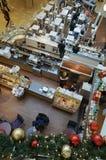 圣诞节咖啡馆在大型超级市场 免版税图库摄影