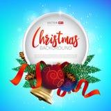 圣诞节圆的框架设计、现实新年树假日装饰与圣诞节球,金铃和红色丝带 免版税库存照片