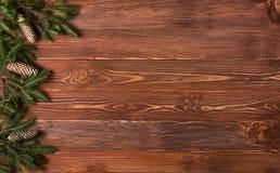 圣诞节土气背景-葡萄酒planked与光和大方的本体空间的木头 免版税图库摄影