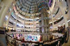 圣诞节在一个大购物中心的新年的销售 免版税库存照片