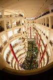 圣诞节在一个大购物中心的新年的销售 免版税库存图片