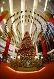 圣诞节在一个大购物中心的新年的销售 免版税图库摄影