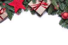 圣诞节在上面的背景边界与冷杉分支和在地平线上方 库存图片