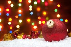 圣诞节在与一棵圣诞树的雪戏弄与诗歌选o 免版税库存照片