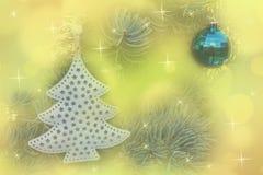 圣诞节在抽象bokeh背景的球装饰 库存照片