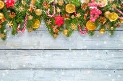 圣诞节在木板条安置的诗歌选装饰 免版税库存照片