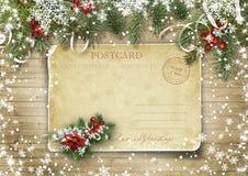 圣诞节在木纹理的葡萄酒卡片与holly&firtree 免版税图库摄影