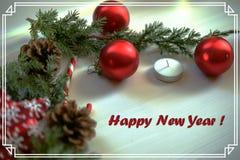 圣诞节在木背景圣诞节球和绿色分支圣诞树与杉木锥体,蜡烛的贺卡 免版税库存照片