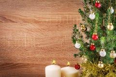 圣诞节在木背景的假日构成与拷贝spac 免版税库存图片
