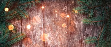 圣诞节在木背景的冷杉分支 Xmas和新年快乐构成 库存照片