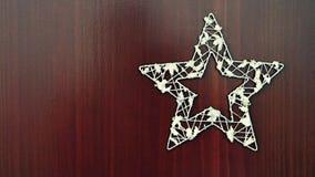 圣诞节在木背景的星装饰品 美好的概念为圣诞节打过工和冬天 免版税库存照片