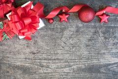 圣诞节在木背景的礼物盒 免版税库存图片