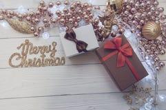 圣诞节在木背景的2018个箱子 库存照片