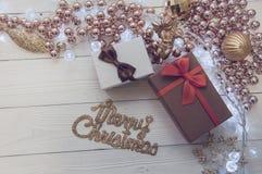 圣诞节在木背景的2018个箱子 免版税库存图片