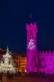 圣诞节在特伦托,有圣诞灯的一个迷人的老镇 免版税图库摄影